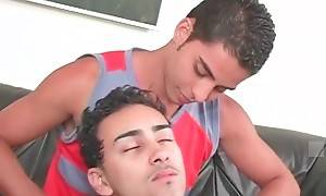 Felipe comes back from work distressed and his friend Antonio gives him a massage.